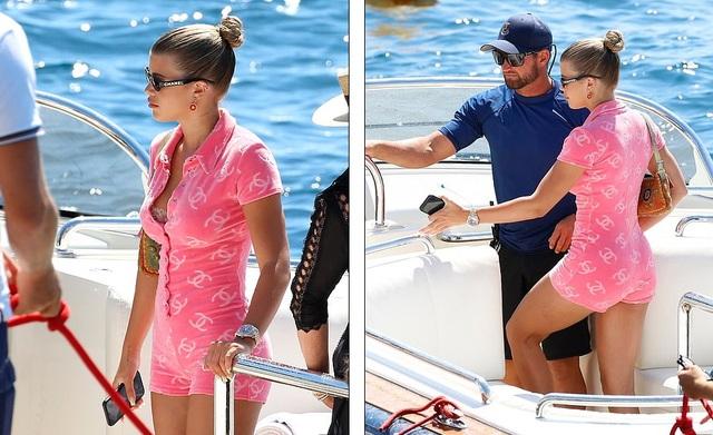 Kylie Jenner duyên dáng đi chơi cùng bạn trai - 11