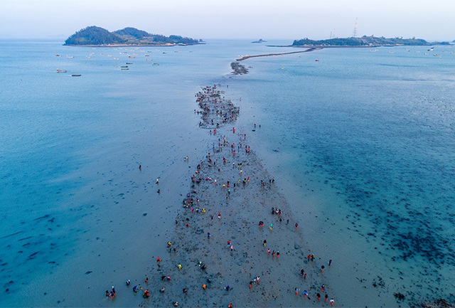Kỳ thú con đường nổi lên giữa đại dương khi mặt nước tự chia đôi - 2