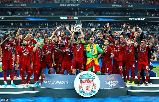 Những khoảnh khắc chiến thắng của Liverpool ở Siêu cúp châu Âu - 19