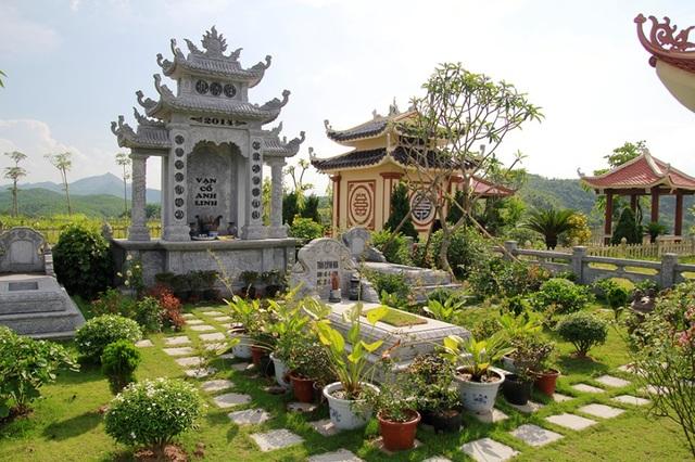 """Lăng mộ ở Lạc Hồng Viên """"sốt giá"""" mùa Vu Lan - 2"""