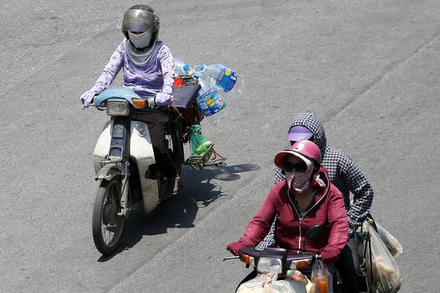 Hà Nội: Ngột ngạt trong ngày nắng nóng - 3