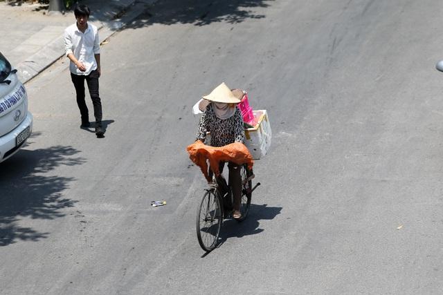 Hà Nội: Ngột ngạt trong ngày nắng nóng - 7