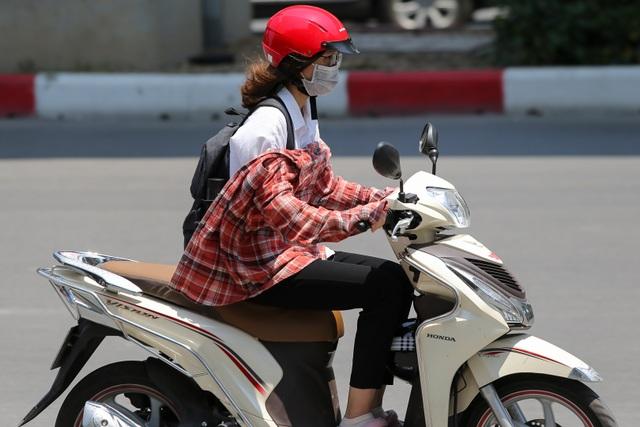 Hà Nội: Ngột ngạt trong ngày nắng nóng - 11
