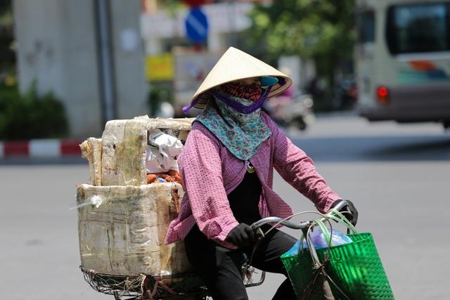 Hà Nội: Ngột ngạt trong ngày nắng nóng - 8