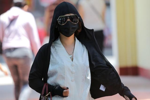 Hà Nội: Ngột ngạt trong ngày nắng nóng - 12
