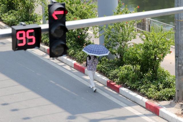 Hà Nội: Ngột ngạt trong ngày nắng nóng - 2