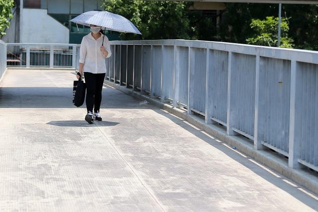 Hà Nội: Ngột ngạt trong ngày nắng nóng - 4