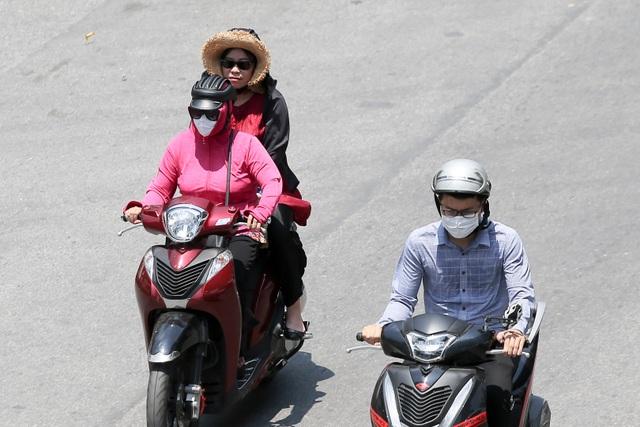 Hà Nội: Ngột ngạt trong ngày nắng nóng - 10