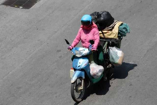 Hà Nội: Ngột ngạt trong ngày nắng nóng - 6