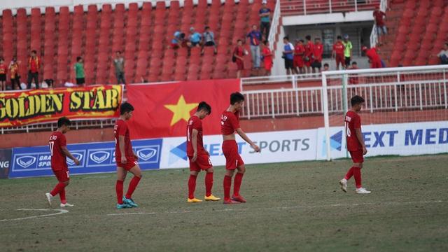 Những khoảnh khắc U18 Việt Nam bất lực trong trận thua sốc trước Campuchia - 17