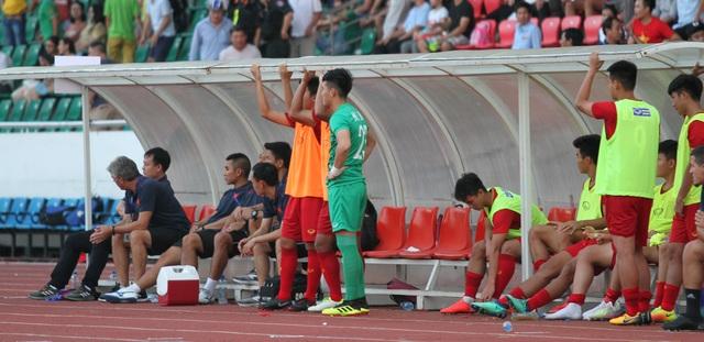 Những khoảnh khắc U18 Việt Nam bất lực trong trận thua sốc trước Campuchia - 15