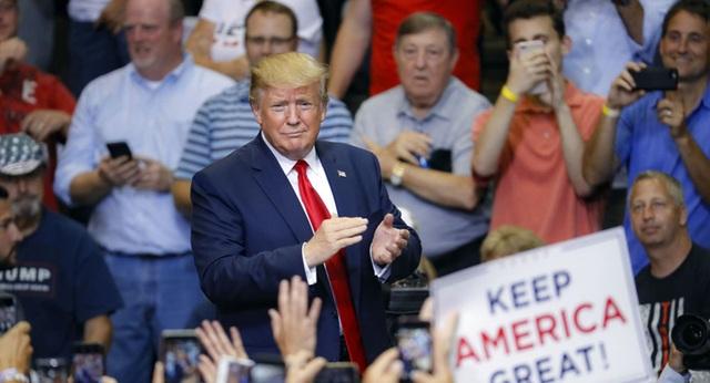 Tổng thống Trump: Bạn không còn lựa chọn nào ngoài bỏ phiếu cho tôi - 1