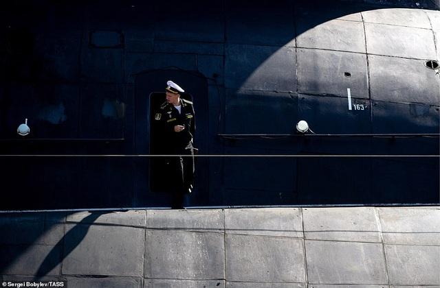 Cuộc sống nhà binh bên trong tàu ngầm lớn nhất thế giới của Nga - 11
