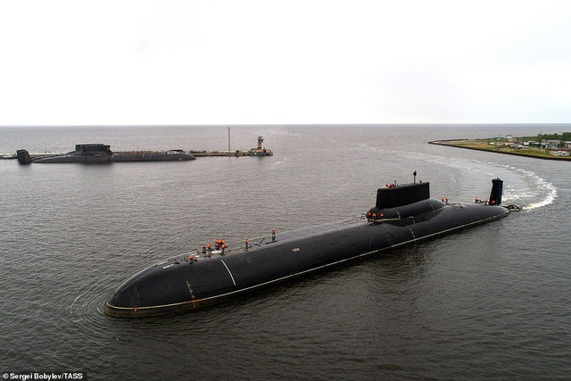 Cuộc sống nhà binh bên trong tàu ngầm lớn nhất thế giới của Nga