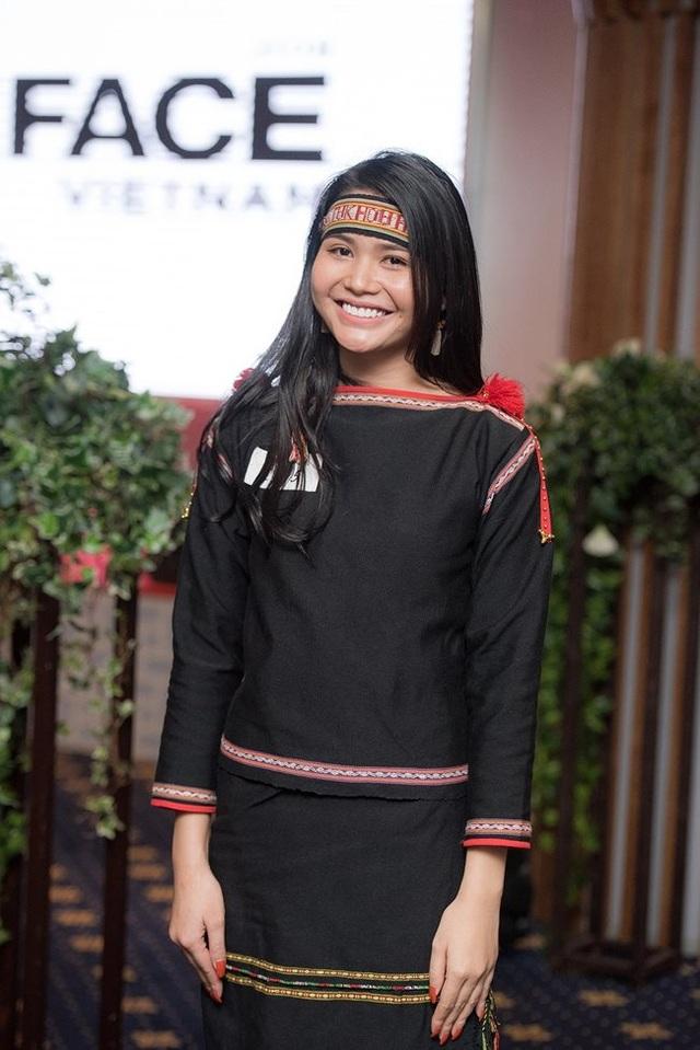 3 cô gái dân tộc Ê Đê, Khmer nổi tiếng đẹp lạ, có người lọt top nhan sắc thế giới - 9