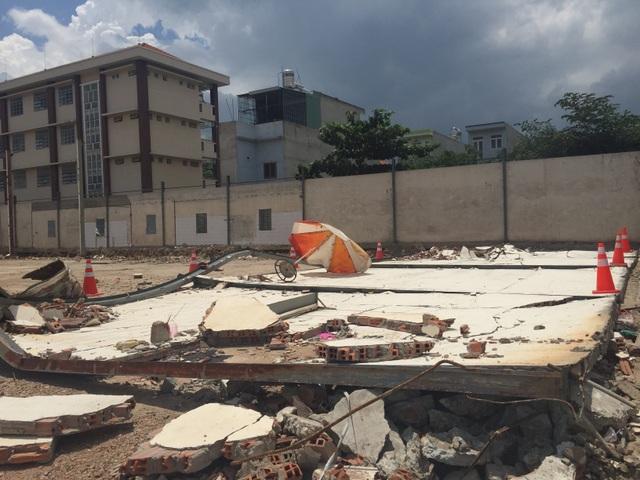 Hai công nhân bị tường đổ đè chết thảm - 1