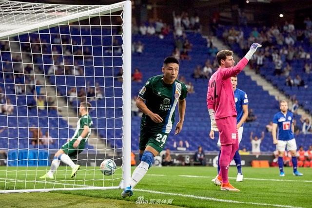Cầu thủ Trung Quốc tạo nên cột mốc lịch sử ở Europa League - 1