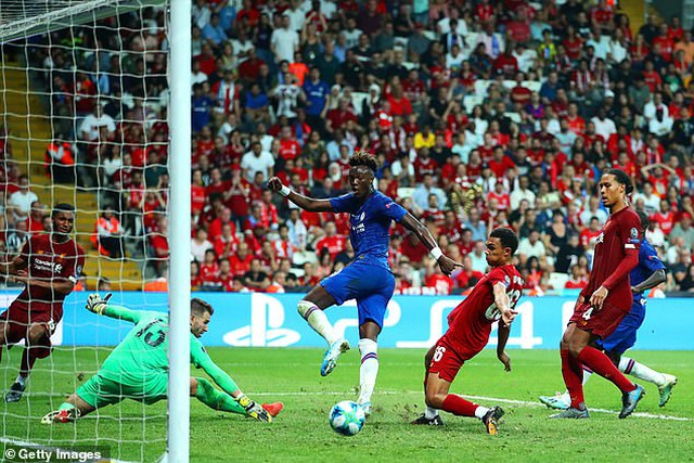 Cầu thủ Abraham bị dọa giết sau khi đá hỏng luân lưu ở Siêu cúp châu Âu - 1