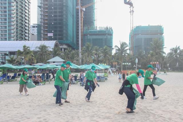 Hơn 600 bạn trẻ ở Đà Nẵng cùng nhau làm sạch bãi biển - 2