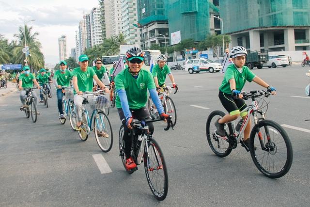 Hơn 600 bạn trẻ ở Đà Nẵng cùng nhau làm sạch bãi biển - 1