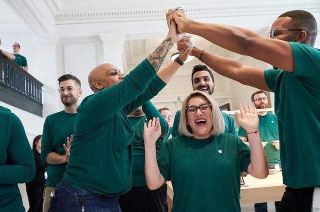 Apple đang tạo ra 2,4 triệu việc làm ở Mỹ - 1