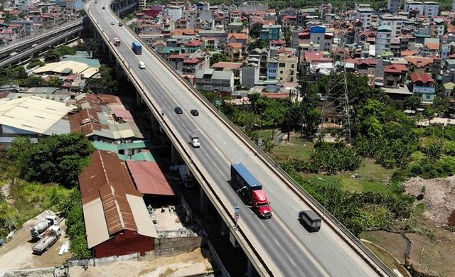 Hà Nội: Hiện trạng mặt đường cầu Thăng Long xuống cấp thảm hại - 2
