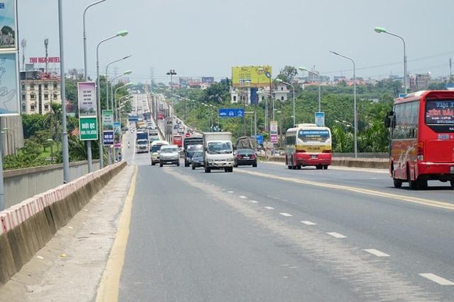 Hà Nội: Hiện trạng mặt đường cầu Thăng Long xuống cấp thảm hại - 10