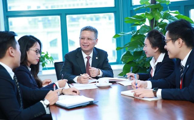 CEO Techcombank: Thay đổi cách người Việt quản lý và sử dụng tiền để cải thiện đời sống - 2