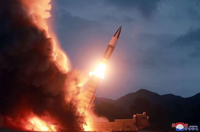 Triều Tiên phóng 2 tên lửa, tuyên bố không bao giờ đàm phán với Hàn Quốc - 1