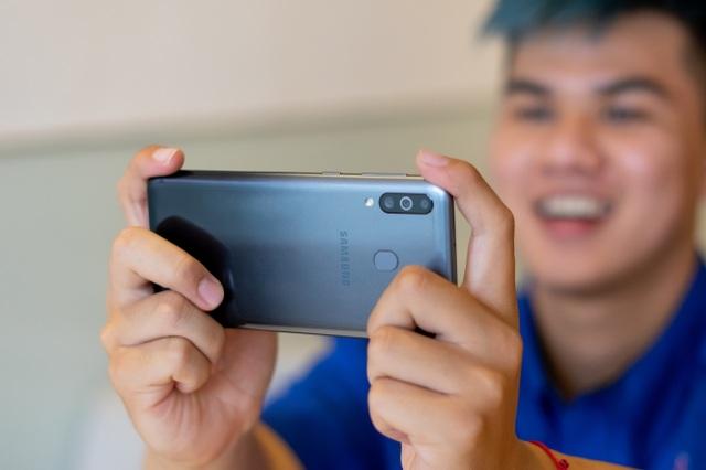 """Galaxy M30 ghi điểm mạnh với loạt công nghệ """"sang xịn"""" - 1"""