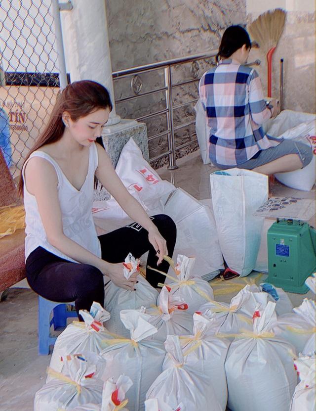 Hoa hậu Huỳnh Vy mang gạo tặng các cụ già nhân mùa Vu Lan báo hiếu - 4