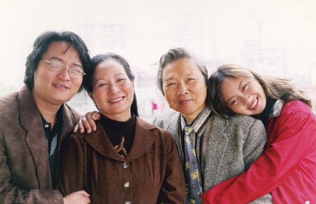 """Khánh Linh: """"Hãy làm gì để khi cha mẹ ra đi, chúng ta sẽ không phải ân hận"""" - 4"""