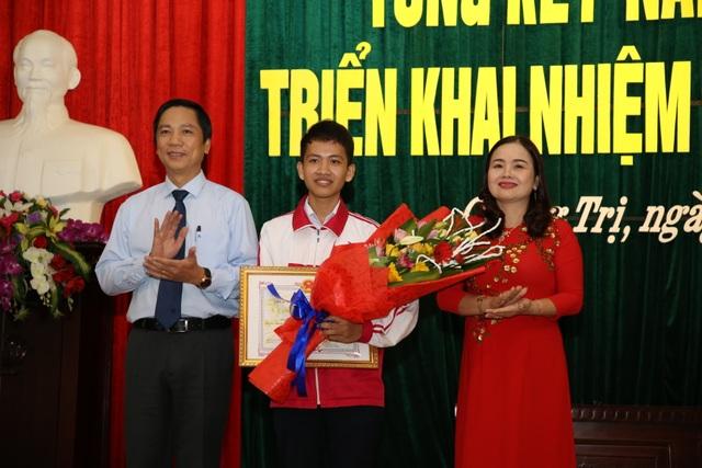 Phó Chủ tịch tỉnh Quảng Trị yêu cầu ngành Giáo dục quản lý công tác thu chi, chấm dứt tình trạng lạm thu - 2