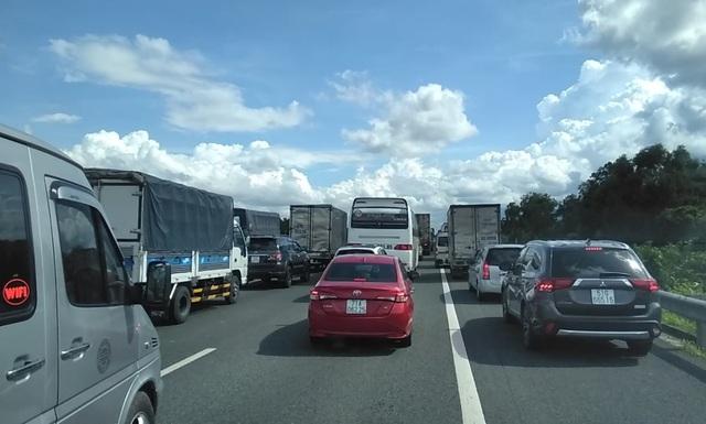 Xe tải tông đuôi xe tải trên cao tốc, tài xế tử vong trong cabin - 2