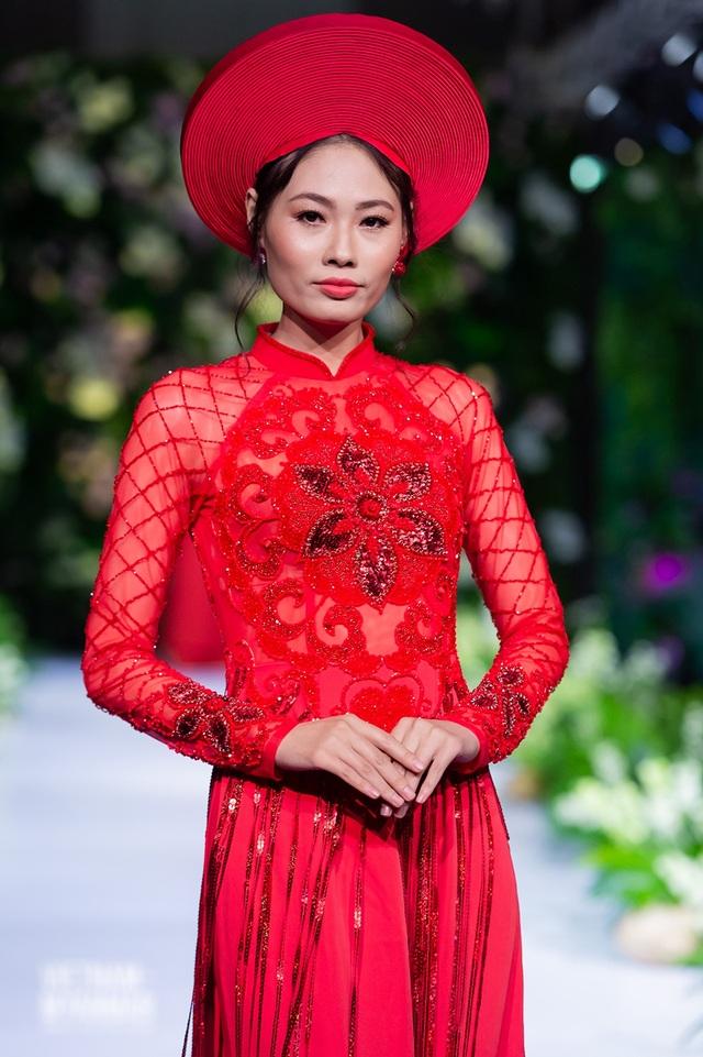 """Quán quân Mai Giang """"tái xuất"""", toả sáng trình diễn áo dài cùng Hoa hậu Myanmar - 4"""