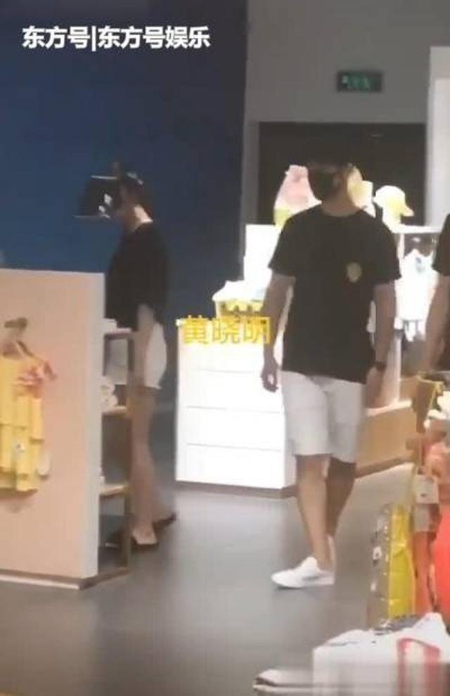 Vợ chồng Angelababy và Huỳnh Hiểu Minh lộ ảnh đi mua sắm giữa bão tin đồn ly hôn - 2
