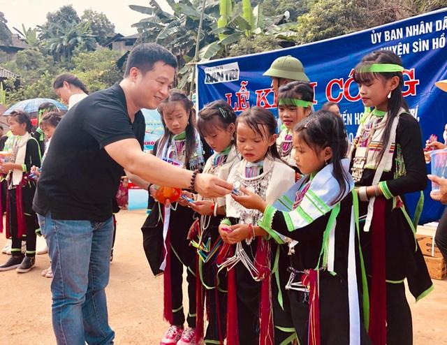 Báo Dân trí vượt hàng trăm cây số xây phòng học tặng các em học sinh dân tộc Dao - 8