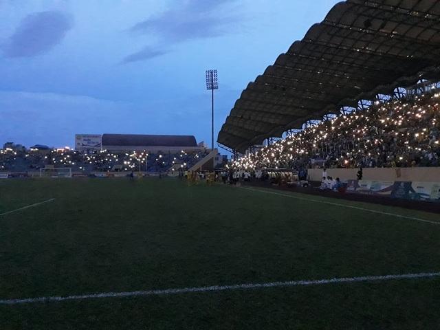 Sân Thiên Trường mất điện, Nam Định thua Quảng Nam phút cuối - 3