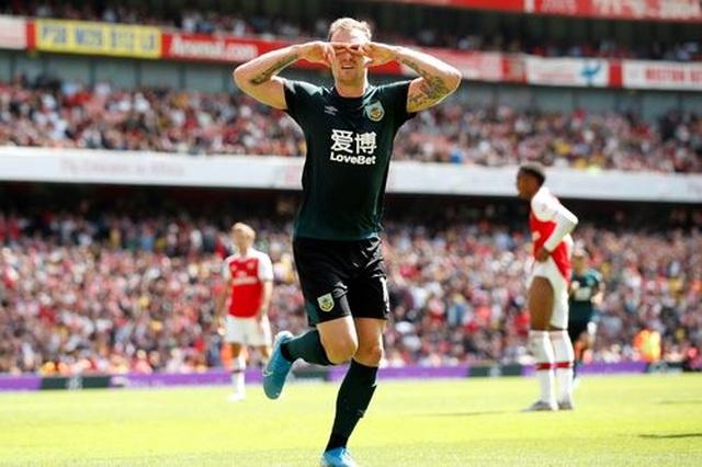 "Arsenal 2-1 Burnley: ""Song sát"" Lacazette - Aubameyang tỏa sáng - 8"