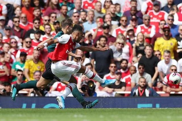 "Arsenal 2-1 Burnley: ""Song sát"" Lacazette - Aubameyang tỏa sáng - 14"