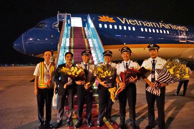"""Cận cảnh """"siêu máy bay"""" Boeing 787-10 Dreamliner đầu tiên về Việt Nam - 2"""