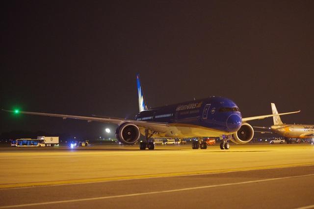 """Cận cảnh """"siêu máy bay"""" Boeing 787-10 Dreamliner đầu tiên về Việt Nam - 3"""