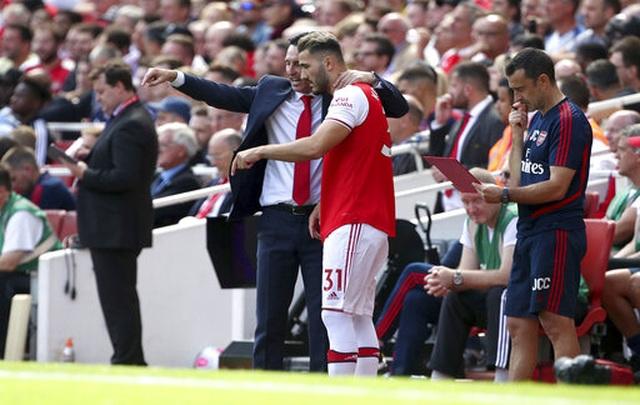 "Arsenal 2-1 Burnley: ""Song sát"" Lacazette - Aubameyang tỏa sáng - 16"