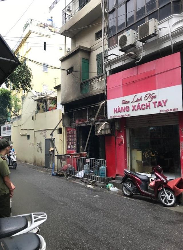 Cửa hàng ăn uống bốc cháy ngùn ngụt trên phố cổ Hà Nội - 2