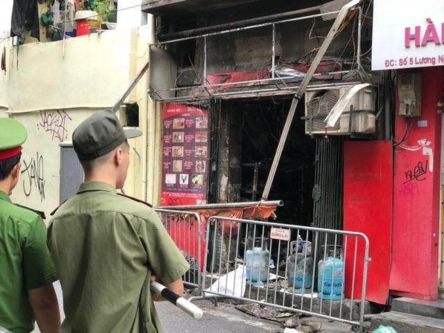 Cửa hàng ăn uống bốc cháy ngùn ngụt trên phố cổ Hà Nội - 3