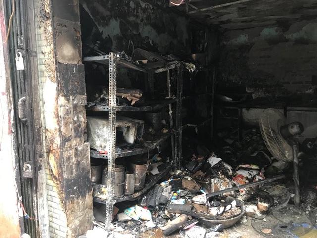 Cửa hàng ăn uống bốc cháy ngùn ngụt trên phố cổ Hà Nội - 8