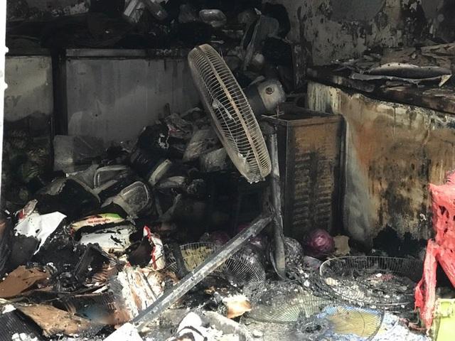 Cửa hàng ăn uống bốc cháy ngùn ngụt trên phố cổ Hà Nội - 6