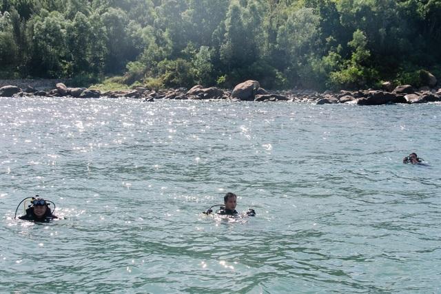 Đà Nẵng: Lần đầu tiên ra quân dọn rác dưới đáy biển - 2