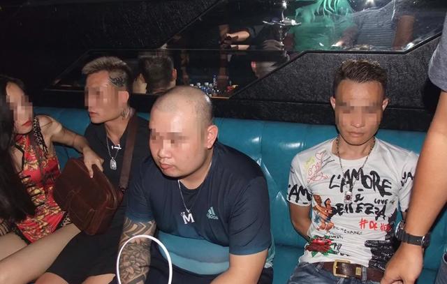 Hà Nội: Đột kích quán Hey Club, phát hiện có súng và bắt quả tang 54 người dương tính ma túy - 4