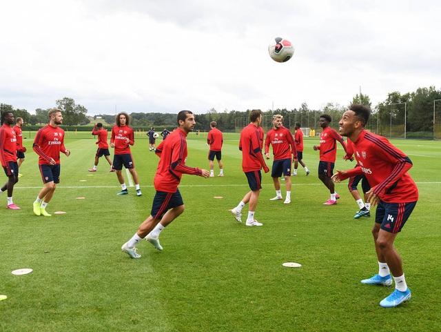 Ozil, Kolasinac trở lại sẵn sàng sát cánh cùng Arsenal - 2